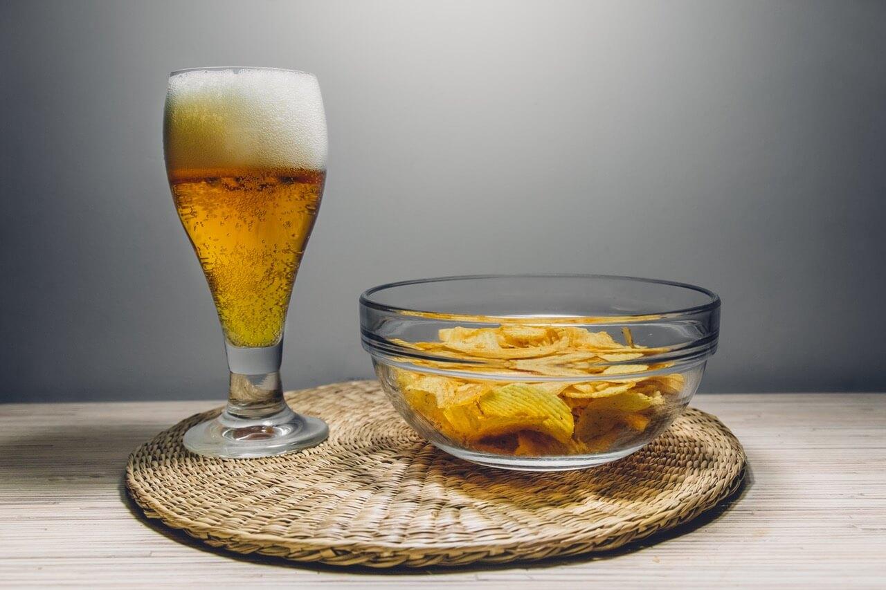 Пиво. Напиток, который многие мужчины с удовольствием употребляют. Но на самом деле пиво не так уж безобидно, как многие думают, особенно если его употреблять в больших количествах.